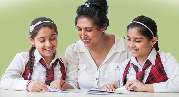 Copiii și părinții romi vor la școală