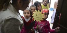 Copii de etnie roma asteapta inceperea unui moment artistic in timpul unui eveniment ce celebreaza Ziua Internationala a Romilor, organizat de Romani CRISS in comuna Glina, jud. Ilfov, miercuri, 8 aprilie 2015. Ziua Internationala a Romilor este celebrata inca din anul 1971, cand in cadrul Congresul Mondial al Romilor, desfasurat la Londra, s-a luat decizia ca ziua de 8 aprilie sa devina Ziua Internationala a Romilor din intreaga lume. ANDREEA ALEXANDRU / MEDIAFAX FOTO